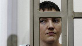 Ukrajinská pilotka Nadija Savčenková u ruského soudu