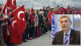 """V Evropském parlamentu to jiskřilo: Turci jsou """"divocí psi, barbarští a špinaví"""", perlil řecký poslanec."""
