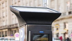 Konec starým automatům! Praha 3 přechází na nový systém placeného stání, řidiči mohou zaplatit i online