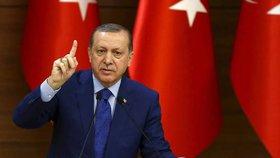 Turecko s cenzurou v Evropě uspělo: Německý komik nesmí opakovat báseň urážející Erdogana