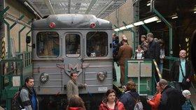 Návrat do minulosti: Dopravní podnik cestující sveze historickým vlakem i starou soupravou metra