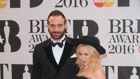 Kylie Minogue chystá svatbu: Ženicha poslala na nastřelení vlasů