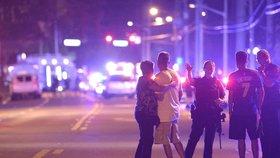 Střelba v gay klubu na Floridě si vyžádala řadu zraněných. Střelec je už mrtvý.