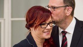 Obvodní soud pro Prahu 1 projednával 13. června obžalobu někdejší šéfky kabinetu premiéra Petra Nečase Jany Nagyové (dnes Nečasové) a dalších obviněných v kauze zneužití Vojenského zpravodajství. Nečasovou podpořil její manžel.