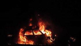 Ohnivý Silvestr ve Francii. Vandalové tu zapálili přes tisíc aut