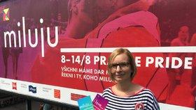 """Prahu zaplavují plakáty s heslem """"miluju"""". Láska se stala motivem letošní Prague Pride"""