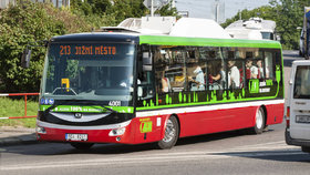 Elektrobusy míří na Palmovku. Výstavba trolejí už je téměř hotová