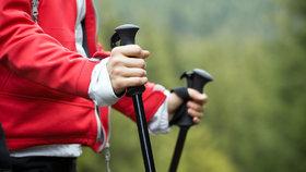 Chcete hubnout rychleji? 7 důvodů, proč vyzkoušet chůzi s holemi!