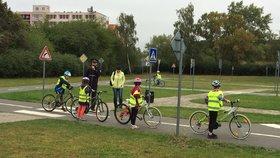 Bezpečně do školy v Praze 14: Děti se učí předcházet nehodám i první pomoc