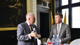 Andrej Babiš (ANO) a Milan Chovanec (ČSSD) v družném hovoru