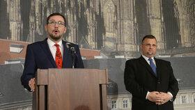 Zemanův mluvčí Jiří Ovčáček a šéf hradního protokolu Jindřich Forejt na společné tiskovce