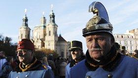 Prahou pochodovaly uniformy: Průvod oslavoval vojevůdce, pro kterého skládal i Strauss