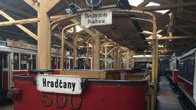 Nová dopravní atrakce? Do ulic Prahy možná vyrazí vyhlídková cabrio tramvaj