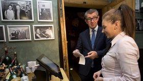 Andrej Babiš a spuštění EET v praxi: Vicepremiér v restauraci Magická zahrada (1. 12. 2016)