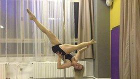 Celebrity na síti: Emma Smetana porodila a známá sexuoložka polonahá na tyči
