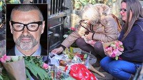 Fanoušci truchlí: Před domem George Michaela (†53) zapalují svíčky a pokládají květiny