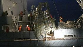 Moře vydalo 15 těl z letu Alexandrovců. Rusové mají další černou skříňku