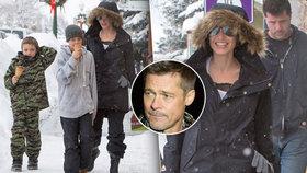 Rozchod Jolie a Pitta: Angelina si vesele lyžuje s dětmi, Brada ubíjí samota