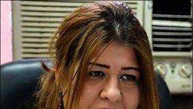 Kajsíová je známá svou otevřenou kritikou vládních institucí, píše satirické sloupky pro několik iráckých médií.