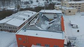 Kvůli pádu střechy v České Třebové stíhá policie 2 lidi. Má jít o projektanty