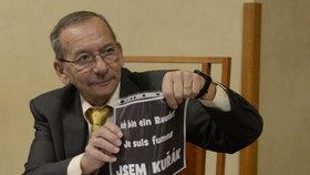 Senátor Jaroslav Kubera při projednávání protikuřáckého zákona.