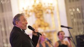 Na prezidentský ples dorazila nejedna celebrita. Hlavním hostem byl Karel Gott.
