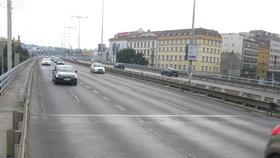 Seřízené semafory a lepší cyklopřejezdy: Oprava úseku mezi Hlávkovým a Nuselským mostem začne letos