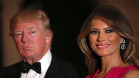 Prezident Donald Trump s manželkou se v Palm Beach zúčastnili plesu k 60. výročí vzniku Červeného kříže.