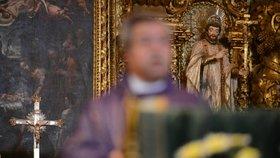Jak bojovat proti škodlivým vlivům pornografie? To ví katolická církev. Začala proškolovat faráře.