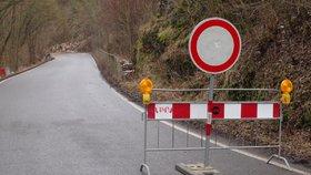 Zavalená ulice Na Cikánce: Zůstane zavřená další měsíc