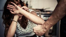 """""""Alkohol musí zdražit."""" Je u dvou třetin domácího násilí, varují experti"""