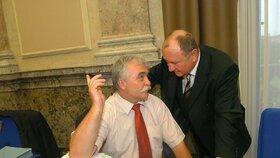 Milan Urban na vládě spolu s někdejším ministrem kultury Vítězslavem Jandákem