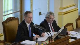 Jednání Sněmovny: Schůzi PSP vedl její místopředseda Petr Gazdík (STAN), vedle něj usedl další z místopředsedů Vojtěch Filip (KSČM).