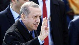Turecký prezident Erdogan na oslavách 102. výročí bitvy o Canakkale