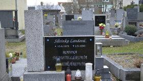 Silvie je pochovaná na hřbitově v Žebráku. Na hrobě stále hoří svíčky.