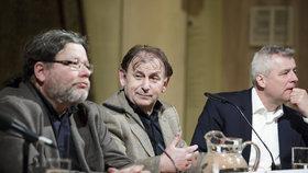 Debata trojice bývalých velvyslanců v USA. Zprava Petr Kolář, Michael Žantovský a Alexandr Vondra