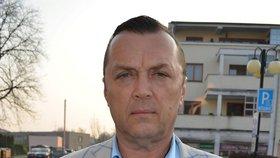 Jan Kočka, bratr zavražděného, brání čest své rodiny.