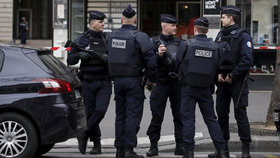 Francie kvůli prezidentským volbám mobilizovala 50 tisíc policistů.