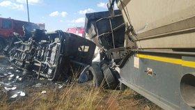 Při nehodě minibusu v JAR zahynuly dvě desítky dětí.
