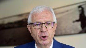 Z prezidentských kandidátů má momentálně nejvíce peněz Jiří Drahoš, kterému na účtu leží přes 10 milionů korun.