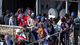 Bohatí migranti dají za cestu do EU i půl milionu. Plují luxusní jachtou