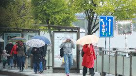 Počasí neoslní ani po zbytek května. Přijdou ranní mrazíky