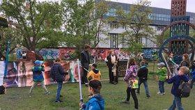 Fanoušci Hvězdných válek se sešli v Holešovicích: Výročí oslavily stovky dětí i dospělých