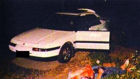 Místo činu. Rozstřílený podnikatel Štefan Janda u svého auta.