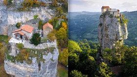 Nejklidnější místo na zemi: Mnich žije na vrcholku 40metrové skály! Nahoru leze po obřím žebříku