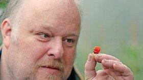 Velšan Mike Smith vypěstoval nejpálivější papričku světa.