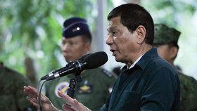 """""""Zlikvidujeme vaši vaginu."""" Filipínský prezident nařídil mrzačit povstalkyně"""