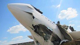 Kluzák na Zlínsku skončil v silážní jámě: Pilot utrpěl zranění