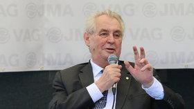 Zemana můžou Češi poslat do houpacího křesla, řekl prezident k možné prohře