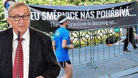 Příjezd šéfa Evropské mise Junckera na Žofín: Demonstranti vyrazili protestovat proti regulaci zbraní